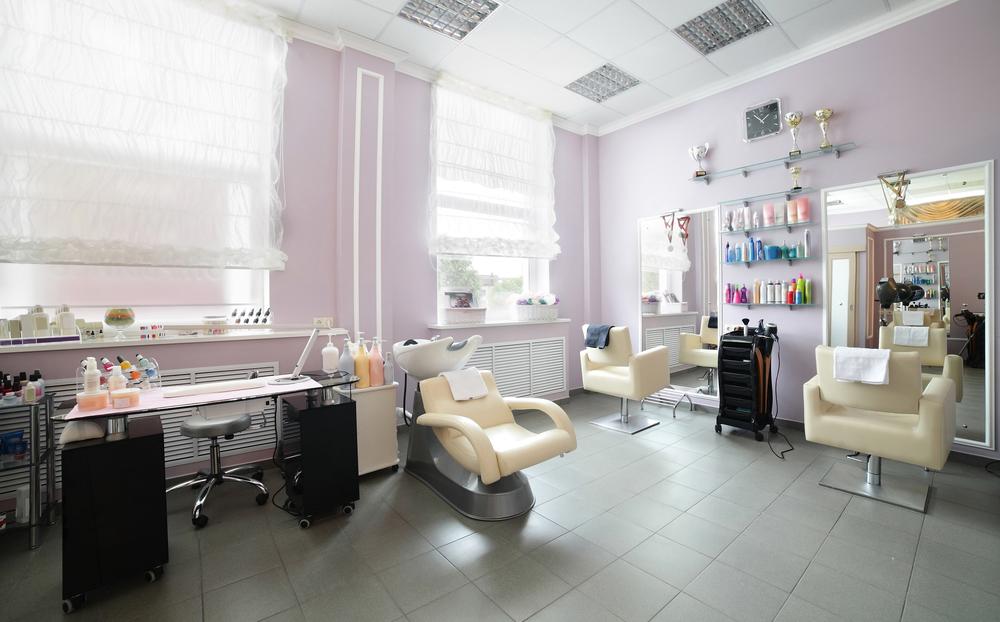 実は残業が多い? 美容師の勤務時間について